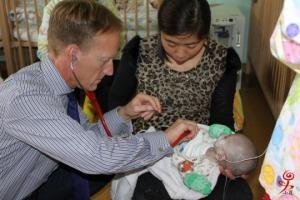dr-langley-examining-child